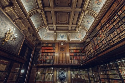 A truly beautiful library but do the books in it meet my criteria for what makes a good story. I would hope so! Image via Pixabay.
