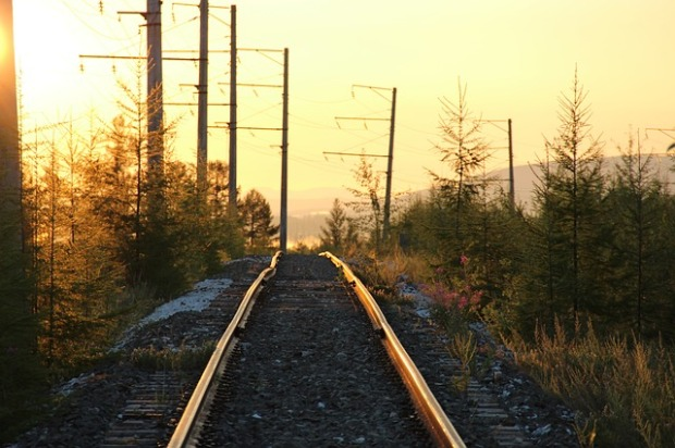 En route. Image via Pixabay.