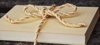 Books make wonderful gifts. Image via Pixabay.