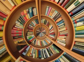 Plenty of books to be getting on with. Image via Pixabay.