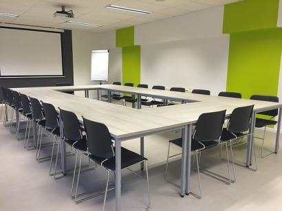 A writing conference room. Image via Pixabay.