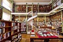 Nice selection of books here! Image via Pixabay