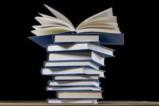 The to be read pile! Image via Pixabay