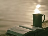 The perfect way to relax. All writers love to read. Image via Pixabay.