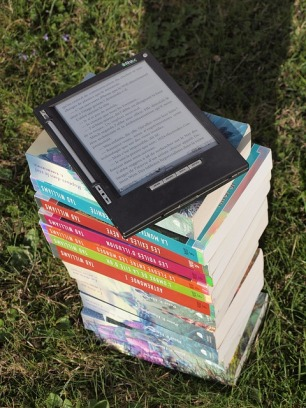 Books - love them, don't mind the format. Image via Pixabay