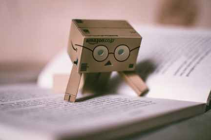Love this bookmark! Image via Pexels