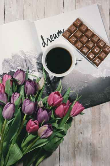 All good aids to writing, though the chocolate is not a great diet aid. Image via Pexels