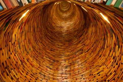 The ultimate book tunnel? Image via Pexels