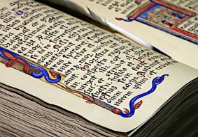 How they USED to put pictures into books! Image via Pixabay.
