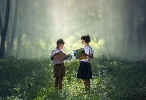 Lost in a good book. Image via Pixabay.