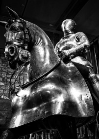 Are knights in shining armour all they're cracked up to be? Image via Pixabay