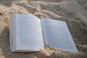 Great place to read. Pexels image.