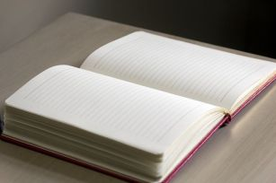 The blank page (or screen) is ready for your diary (or blog!). Image via Pixabay.