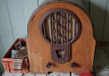 Even older radio. Muir and Norden developed modern radio comedy as we know it now. Pixabay image.