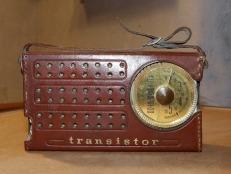 Transistor radio. Pixabay image