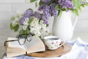 Books and tea, bliss! Pixabay image