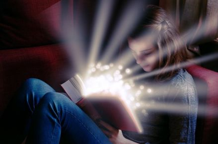 The magic of reading. Pixabay