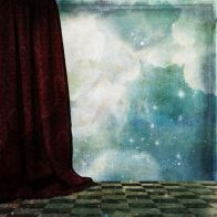 The curtain separates the actors from the public - Pixabay