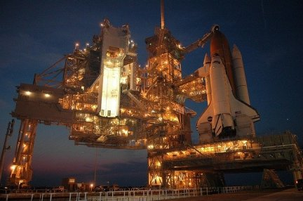discovery-space-shuttle-1757098_640