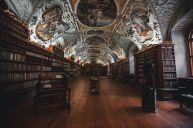 books-1842306__480