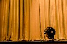 curtain-2539992_640