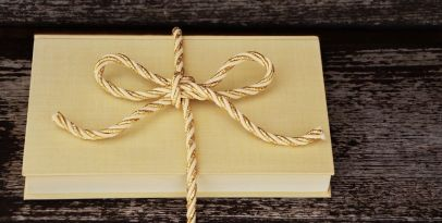 Books make great presents - PIxabay image